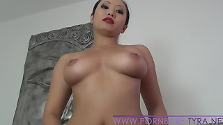 Hot Asian Amateur PornbabeTyra được ngón tay